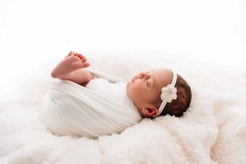 Baby beim Newbornshooting in Vöcklabruck und Wels